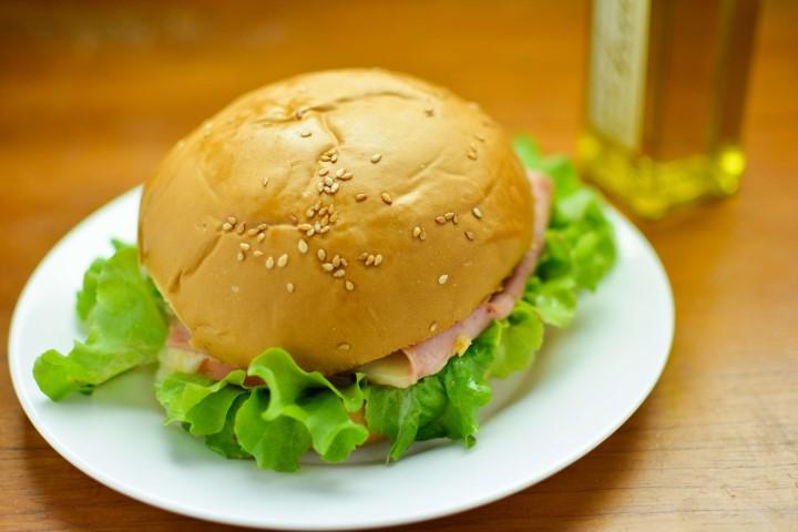 Lanches com deliciosos hambúrguer caseiro.